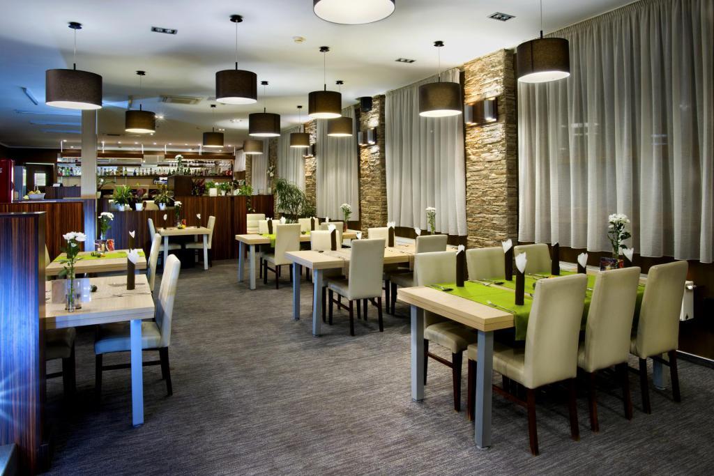 Reštauracia pred krbom PATE hotel bystrička Martin oslava posedenie